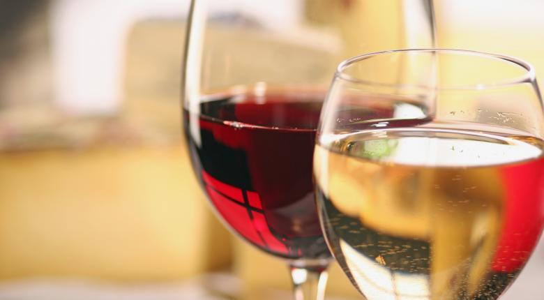 Όσοι δεν πίνουν καθόλου αλκοόλ στη μέση ηλικία είναι πιθανότερο να εμφανίσουν άνοια - Κεντρική Εικόνα