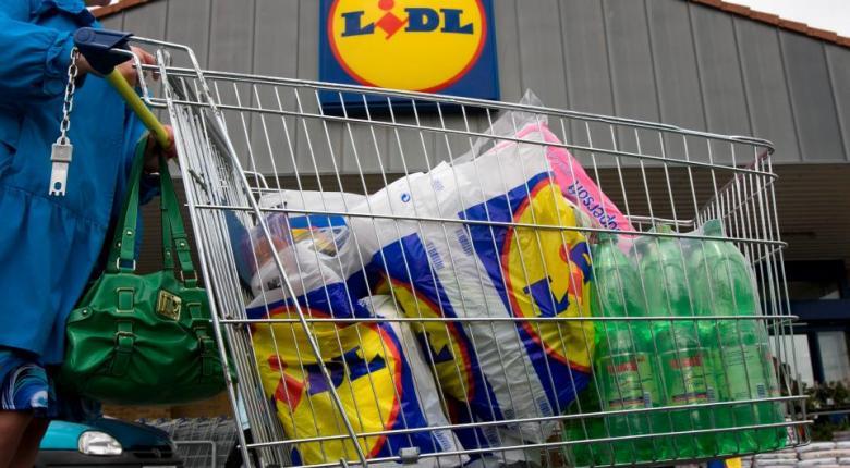 Σφοδρά πυρά στη Lidl για «αντιπεριβαλλοντική πολιτική»: Πλαστική συσκευασία ανά 2 κρεμμύδια! (photo) - Κεντρική Εικόνα
