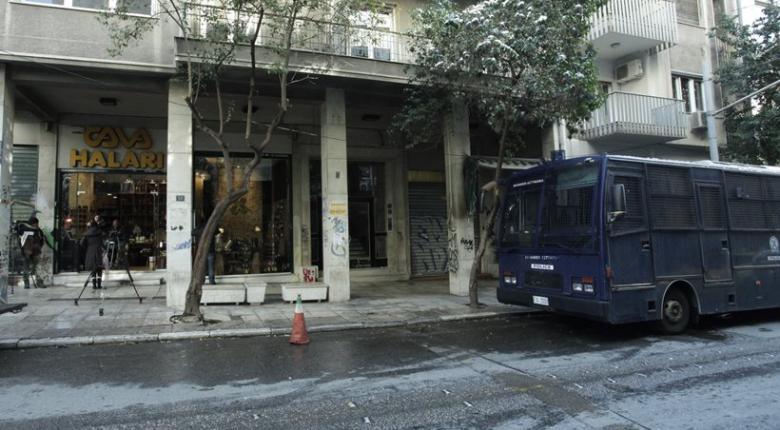 «Μίλησε» το καλάσνικοφ της επίθεσης στα ΜΑΤ, έξω από τα γραφεία του ΠΑΣΟΚ - Κεντρική Εικόνα