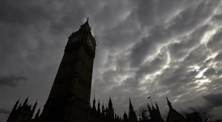 Στα χαμηλότερα επίπεδα η ανεργία στη Βρετανία - Κεντρική Εικόνα