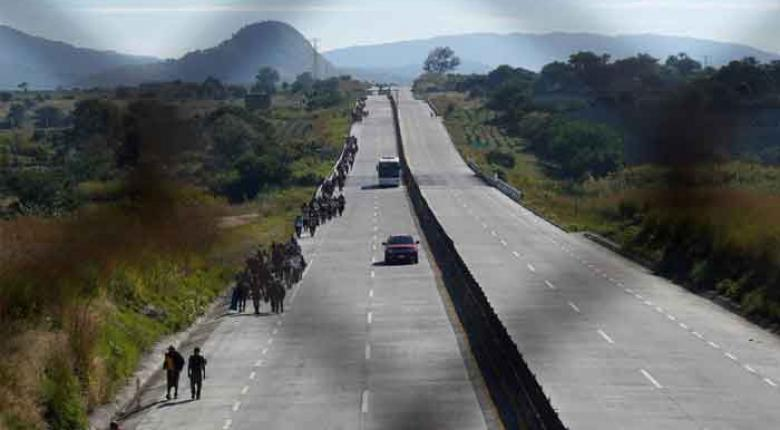 Φρικτό τροχαίο με 25 νεκρούς μετανάστες από ανατροπή φορτηγού στο Ν. Μεξικό  - Κεντρική Εικόνα