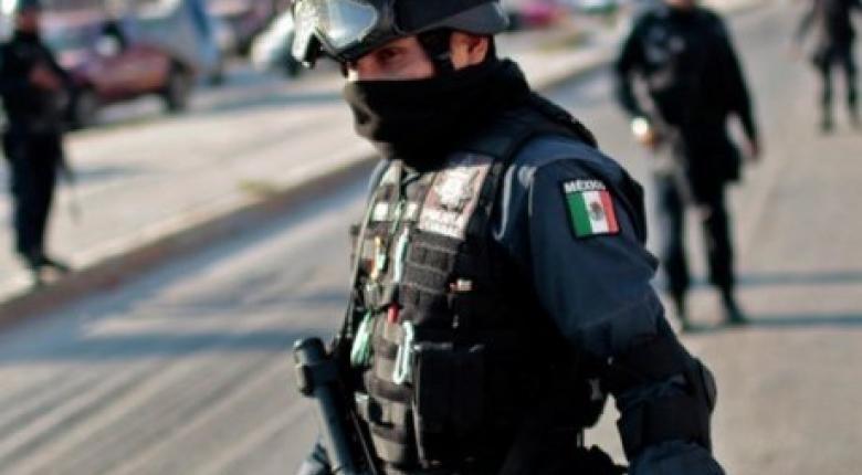 """Οι μεξικανικές αρχές άνοιξαν τα σύνορα σε γυναίκες και παιδιά που είναι στο """"καραβάνι"""" των μεταναστών - Κεντρική Εικόνα"""