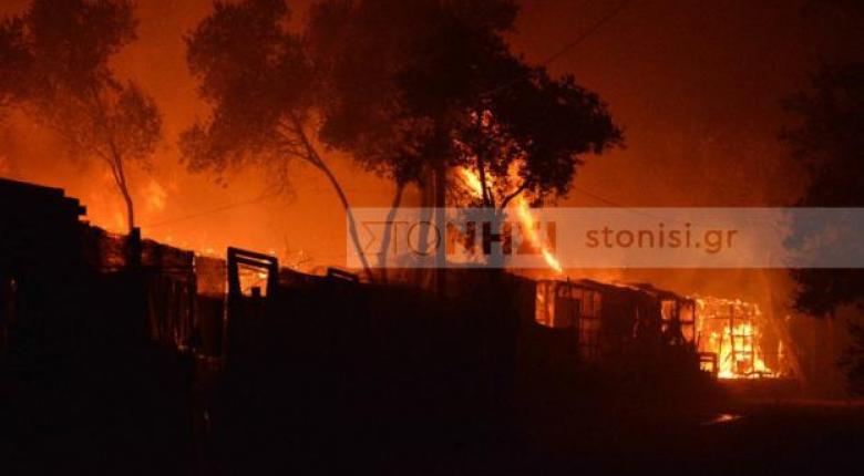 Νύχτα κόλασης στη Μόρια: Εξέγερση των προσφύγων, κάηκε το ΚΥΤ - Έκτακτη σύσκεψη στο Μαξίμου (Photos/Video) - Κεντρική Εικόνα
