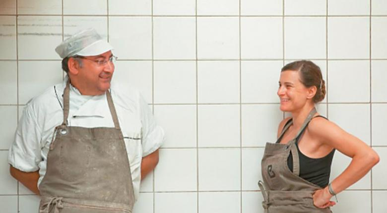Ποια είναι η Μπέτυ που άφησε την καριέρα της για να φτιάχνει... χειροποίητο ψωμί - Κεντρική Εικόνα