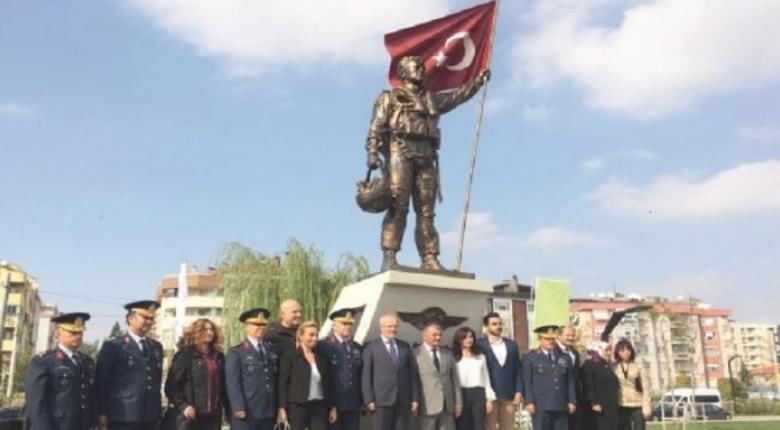 Άγαλμα για τον Τούρκο πιλότο του F-16 που «καταρρίφθηκε» από Mirage 2000 - Κεντρική Εικόνα
