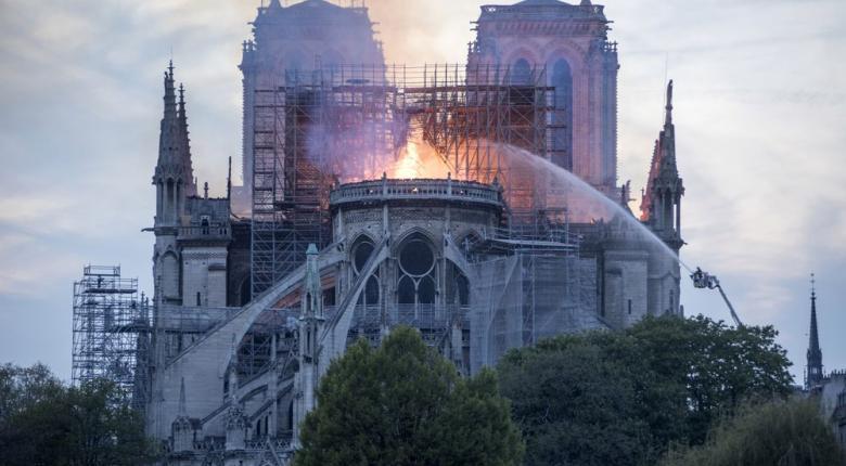 Νέο βίντεο από το εσωτερικό της Παναγίας των Παρισίων - Στάχτη και αποκαΐδια - Κεντρική Εικόνα