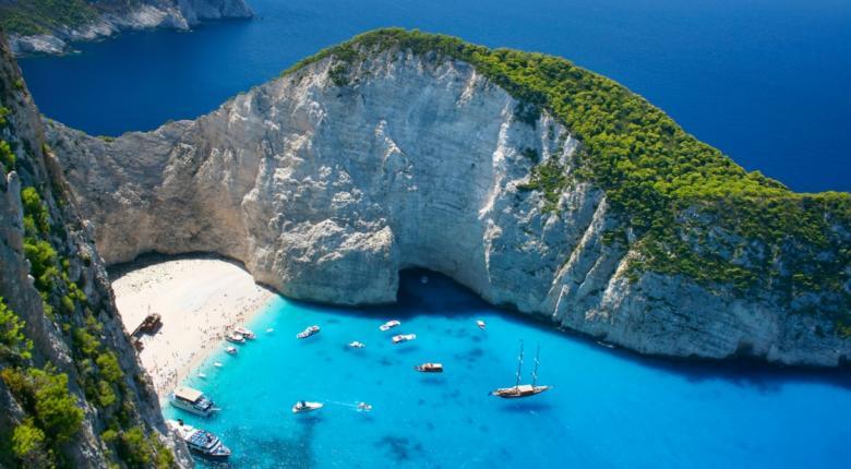Με 200 ευρώ διακοπές στο Ιόνιο, κάνει μόνο ο Βρετανός - Ποτέ ο Έλληνας! - Κεντρική Εικόνα
