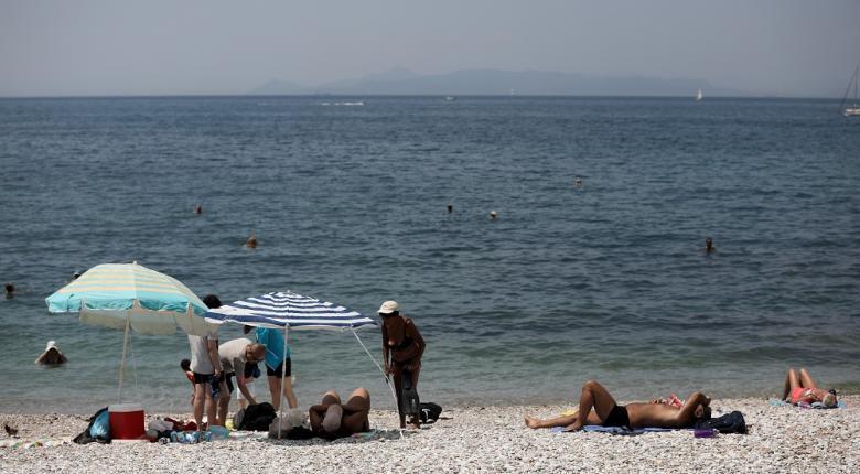 Κορωνοϊός: Προειδοποίηση Σύψα για φίλημα εικόνων ή χεριού ιερέα - Μάσκες στα σχολεία, απόσταση 2 μέτρων στις παραλίες - Κεντρική Εικόνα