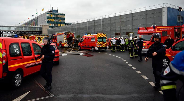 Δύο άνδρες με ψεύτικα όπλα προκάλεσαν πανικό στο αεροδρόμιο Ρουασί-Σαρλ ντε Γκολ  - Κεντρική Εικόνα