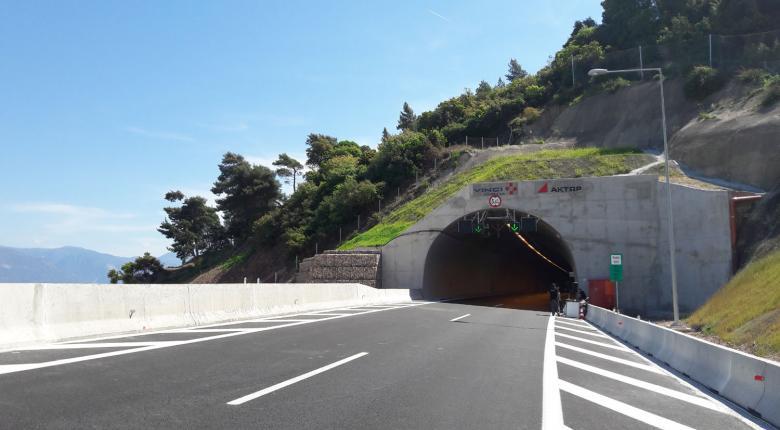 Τι... τρέχει με το οδόστρωμα στη νέα εθνική οδό Κορίνθου-Πατρών - Κεντρική Εικόνα