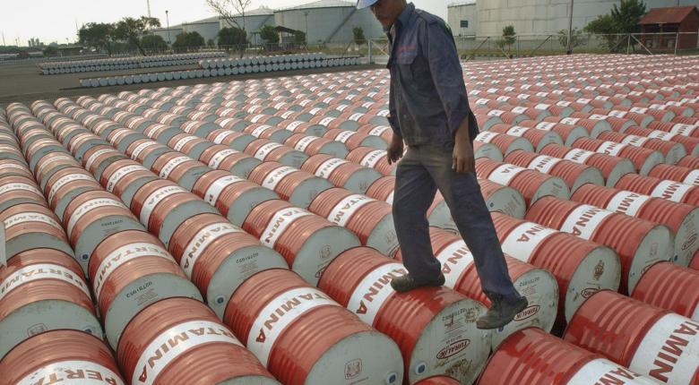 Η πλεονάζουσα προσφορά βύθισε σε χαμηλό 30ετίας την τιμή του πετρελαίου - Κεντρική Εικόνα