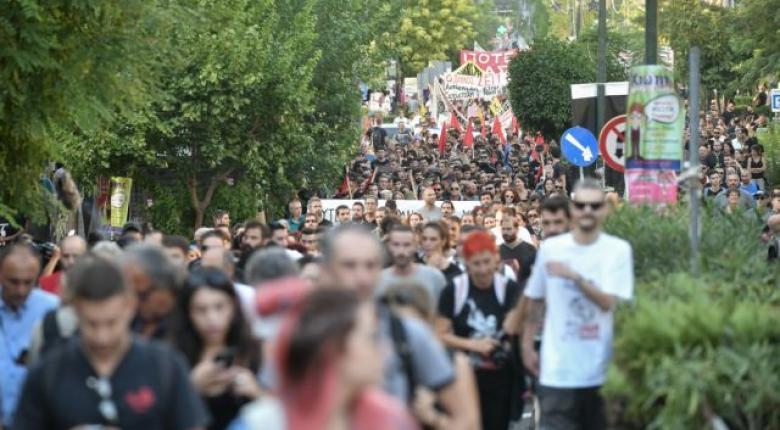 Μαζική η πορεία στο Κερατσίνι για τα 6 χρόνια από την δολοφονία του Παύλου Φύσσα - Κεντρική Εικόνα