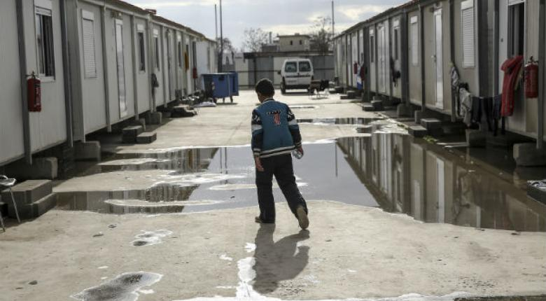 Πήγε είδη ρουχισμού σε προσφυγική δομή και οι ΜΚΟ αρνήθηκαν να τα παραλάβουν! - Κεντρική Εικόνα