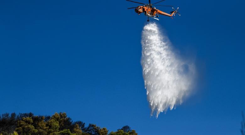 Σε ύφεση και οριοθετημένη η πυρκαγιά στην Πεντέλη - Κεντρική Εικόνα
