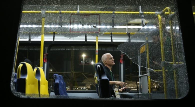Πυρά αγνώστων κατά λεωφορείου με δημοσιογράφους στο Ρίο - Κεντρική Εικόνα