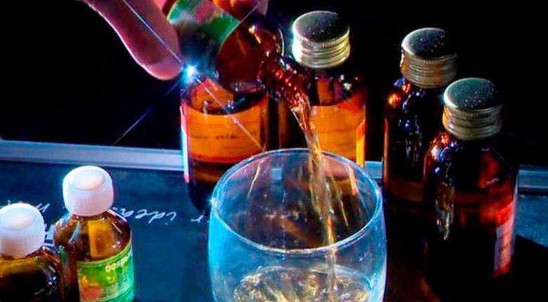 Ινδία: Περισσότεροι από 100 άνθρωποι πέθαναν αφού κατανάλωσαν νοθευμένο αλκοόλ - Κεντρική Εικόνα