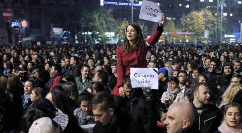 Ρουμανία: «Η διαφθορά σκοτώνει» φωνάζουν χιλιάδες διαδηλωτές - Κεντρική Εικόνα