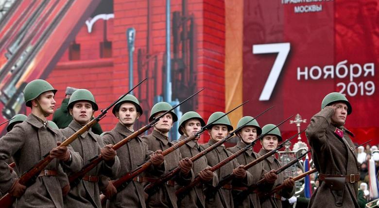 «Σείστηκε» η Κόκκινη Πλατεία: Αναβίωσε η ιστορική παρέλαση του Κόκκινου Στρατού το 1941 (Photos | Video) - Κεντρική Εικόνα