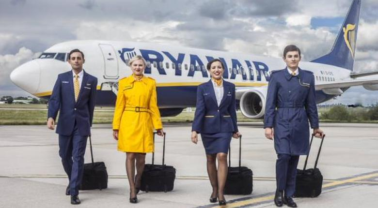 H Ryanair καταργεί τις δύο χειραποσκευές στις πτήσεις της - Κεντρική Εικόνα