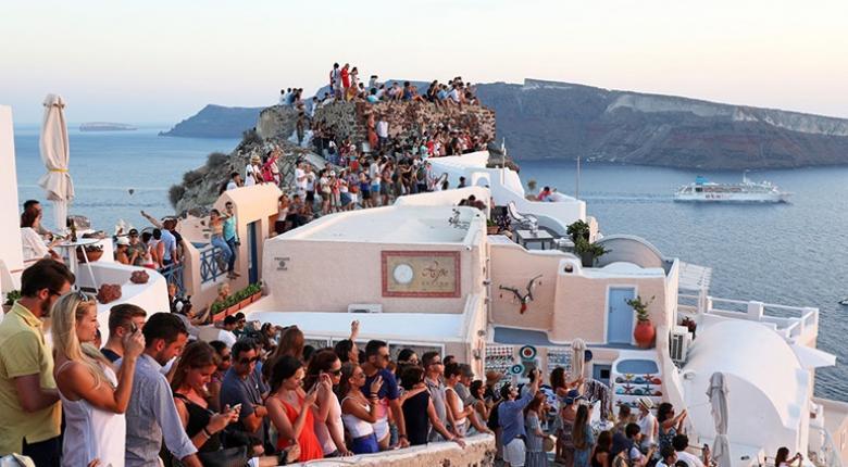 Πρώτες Μύκονος, Σαντορίνη και Κρήτη - Μείωση του τουρισμού σε σχέση με πέρσι - Κεντρική Εικόνα