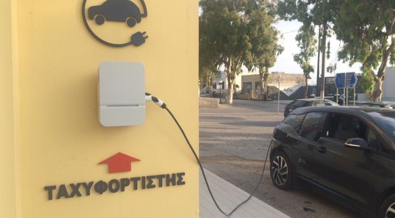 Θεσμοθετούνται προδιαγραφές για σημεία φόρτισης ηλεκτρικών οχημάτων - Κεντρική Εικόνα