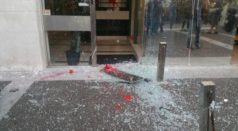 Επίθεση με πέτρες και μπογιές στα γραφεία του «Έθνους»  - Κεντρική Εικόνα