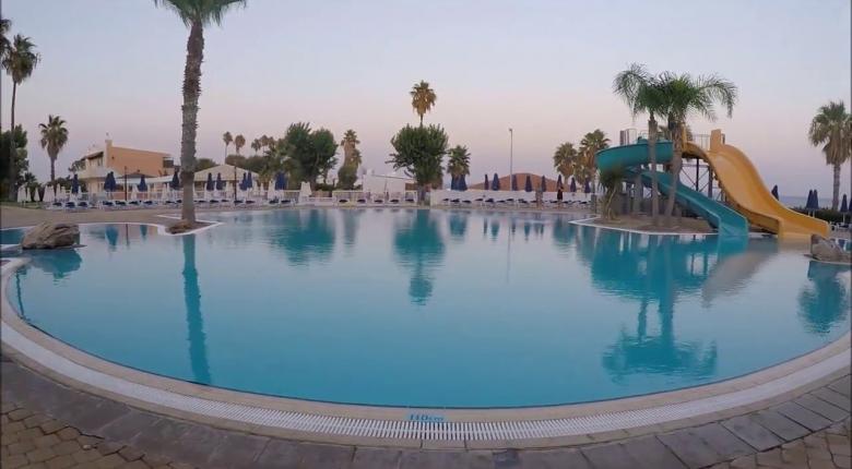 Thomas Cook: Σε ποια ξενοδοχεία της στην Ελλάδα καταργεί τα πλαστικά μιας χρήσης - Κεντρική Εικόνα