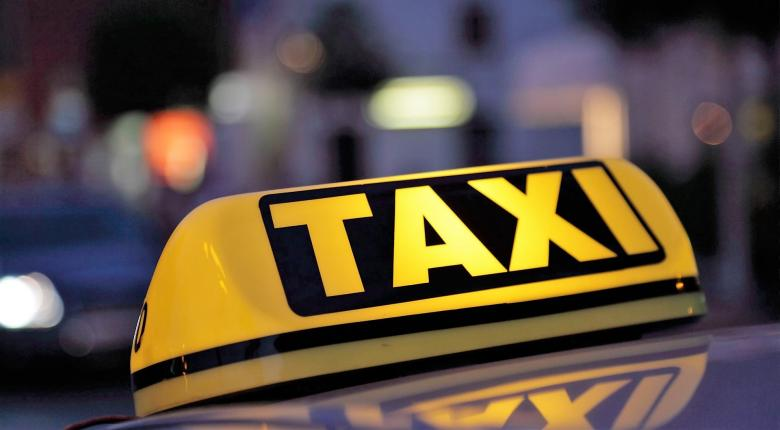 Στάση εργασίας των ταξί την Πέμπτη - Κεντρική Εικόνα