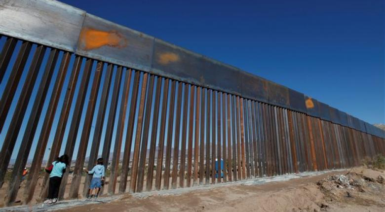 Αναβλήθηκε η δημοσίευση της πρόσκλησης υποβολής προσφορών για το «τείχος» στα σύνορα με το Μεξικό - Κεντρική Εικόνα