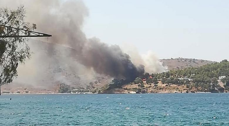 Μεγάλη φωτιά μαίνεται στη Λέρο - Αναστατωμένοι οι παραθεριστές - Κεντρική Εικόνα