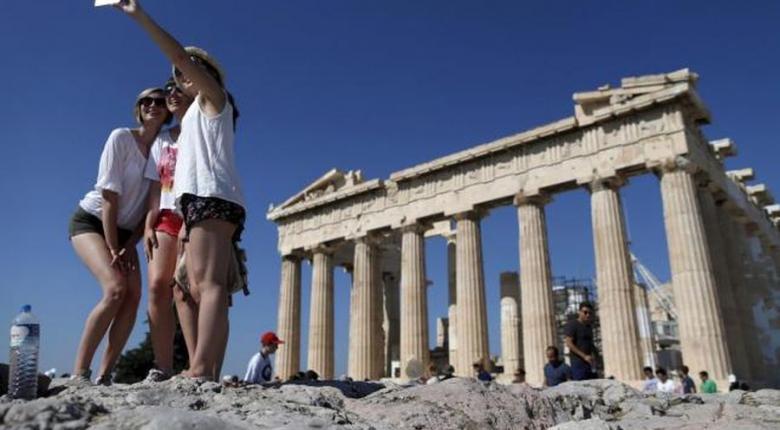 Με 33 εκατ. τουρίστες και 2 δισ. ευρώ επιπλέον έσοδα «κλείνει» το 2018 - Κεντρική Εικόνα
