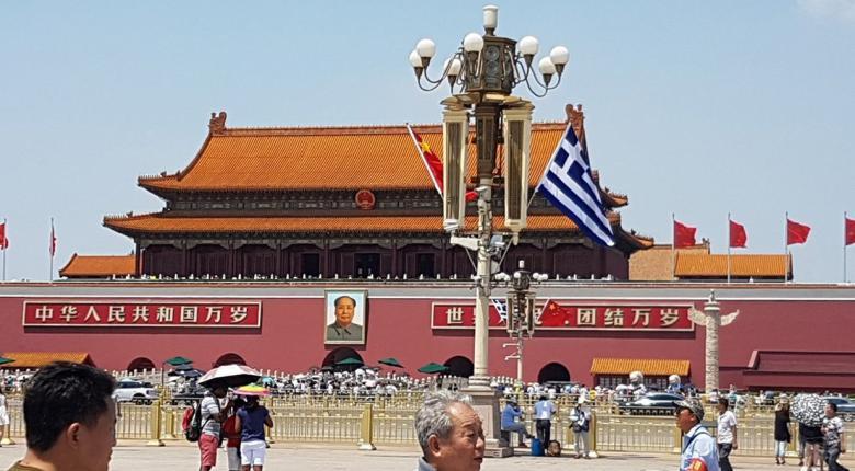 Ο Τσίπρας στο Πεκίνο, οι ελληνικές σημαίες στην Τιεν Αν Μεν - Κεντρική Εικόνα