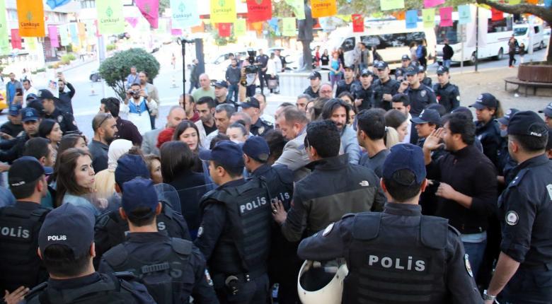 Η τουρκική αστυνομία βασάνισε νέους του HDP επειδή αρνήθηκαν τη «σωματική έρευνα» - Κεντρική Εικόνα