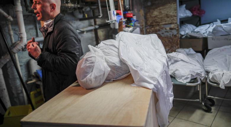 Σοκάρει ο Economist για κορωνοϊό: Υποεκτιμώνται διεθνώς τα θύματα - Στο +120% οι νεκροί στην Ιταλία! - Κεντρική Εικόνα