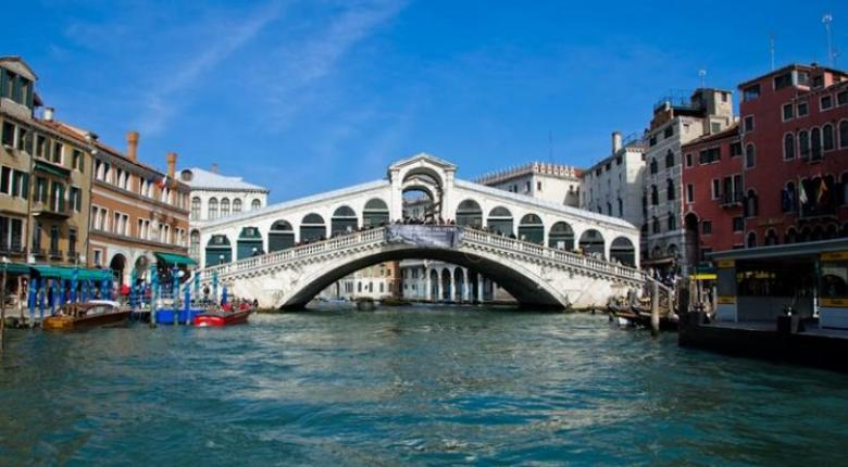 «Χαράτσι» έως 10 ευρώ θα πληρώνουν οι τουρίστες για να μπουν στη Βενετία - Κεντρική Εικόνα