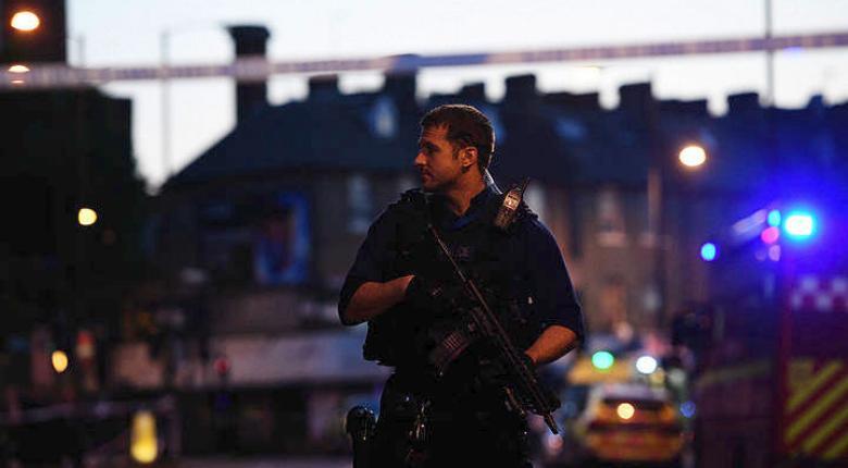 Λονδίνο: Βαν έπεσε πάνω σε πεζούς. Ένας νεκρός, 10 τραυματίες  - Κεντρική Εικόνα