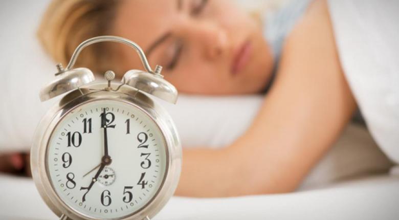 Πώς να κάνετε καλό ύπνο στη ζέστη χωρίς air condition! - Κεντρική Εικόνα
